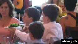 54名美國孩童在白宮接受國宴級招待(VOA視頻)