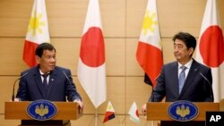 Philippine President Rodrigo Duterte, left, and Japanese Prime Minister Shinzo Abe at a joint press conference at Abe's official residence in Tokyo, Oct. 30, 2017. Duterte won pledges from Japan of help with fighting terrorism and assistance in building the country's crumbling infrastructure.