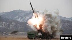 북한이 신형 방사포 시험사격을 진행했다고 지난 4일 북한관영 조선중앙통신이 보도했다. (자료사진)