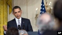 سهرۆک ئۆباما: قهزافی دهبێت دهستبهرداری پـۆستهکهی بـبێت