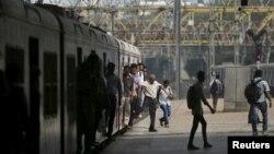 အိႏိၵယႏုိင္ငံ Mumbai ရထားလိုင္း။