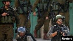 以色列部队监视巴勒斯坦人抗议美国对犹太人定居点政策的示威活动