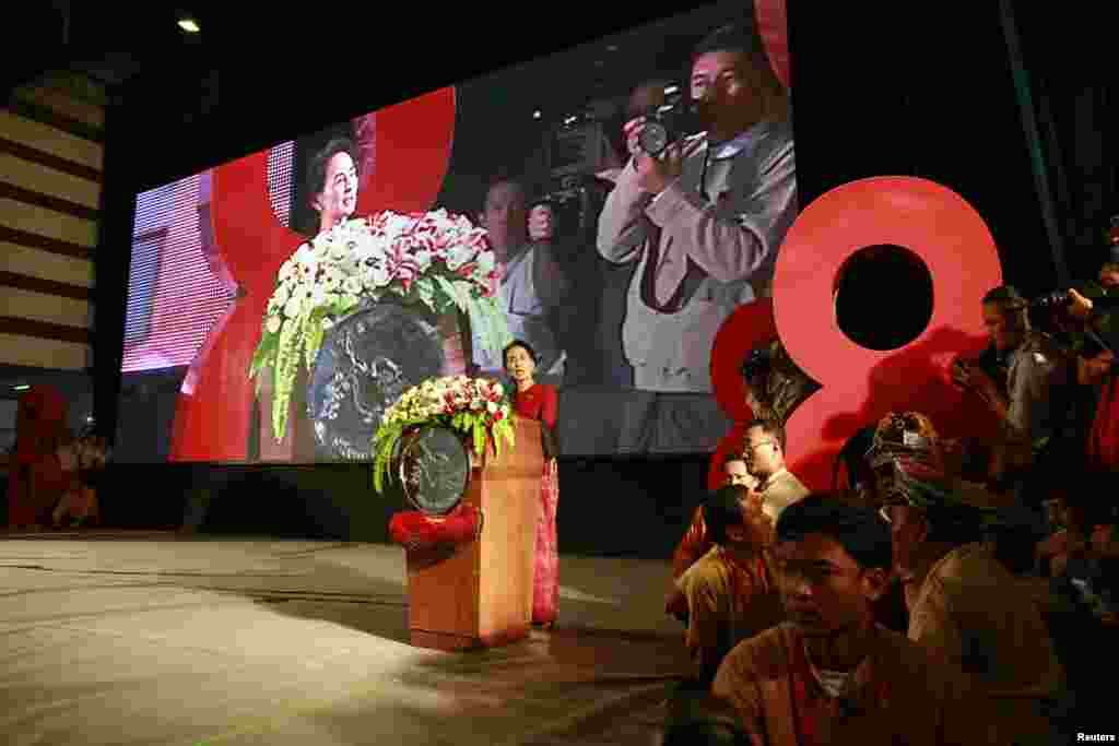 "Burmese pro-democracy leader Aung San Suu Kyi gives speech on the 25th anniversary of the democratic uprising known also as ""8888"", Rangoon, August 8, 2013."