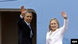 عکس آرشیوی از باراک اوباما رئیس جمهوری (چپ) و هیلاری کلینتون وزیر خارجه وقت آمریکا - نوامبر ۲۰۱۲