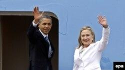 Tổng thống Barack Obama (trái) và Ngoại trưởng Hillary Clinton trong chuyến công du đến Myanmar ngày 19/11/2012. Tổng thống Obama đã chính thức ủng hộ bà Clinton làm ứng viên tổng thống hôm 9/6/2016.