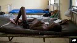 Según funcionarios de la OMS, muchos ciudadanos en Sierra Leona, se han vuelto complacientes y han dejado de practicar los buenos hábitos de higiene.