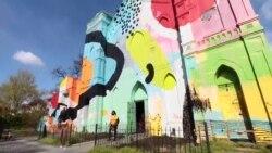 废弃教堂变身五彩艺术空间