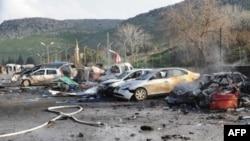 Hatay'da Türkiye-Suriye sınırındaki patlamada tahrip olan araçlar