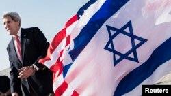 존 케리 미국 국무장관이 지난 6일 이스라엘을 방문한 가운데, 텔아비브 국제공항에 케리 장관을 환영하는 깃발이 걸려있다. (자료사진)