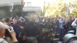 Cảnh sát Ukraine đụng độ với những người theo chủ nghĩa dân tộc cực đoan