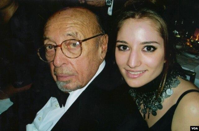 Sinem Saniye Ahmet Ertegün ile