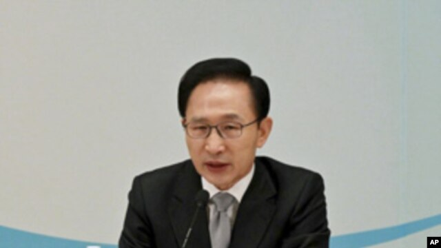 South Korean President Lee Myung-bak speaks at a meeting to report on a Ministry of Justice operation at the presidential Blue House in Seoul, Dec. 20, 2010.