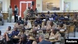 军事专家在巴马科讨论如何收复马里北部(2012年10月30日)