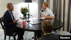 英国哈里王子对美国前总统奥巴马(左)的采访由英国广播公司电台四台于2017年12月27日播出。