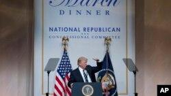 美國總統川普是3月21日星期二在華盛頓建築博物館晚宴中講話。