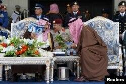 Al-Saud qirolligi Amerika rahbarini kutmoqda