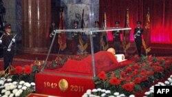 Тело Ким Чен Ира выставлено в стеклянном гробу