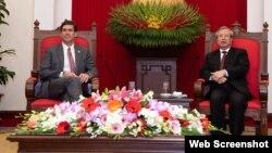 Thường trực Ban Bí thư Trần Quốc Vượng (phải) tiếp Bộ trưởng Quốc phòng Hoa Kỳ Mark Esper tại Hà Nội, 20/11/2019. Photo US Embassy Vietnam.
