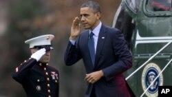 Президент США Барак Обама (в центре)