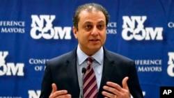 Jaksa Preet Bharara dalam konferensi pers di Albany, New York (8/2). (AP/Mike Groll)