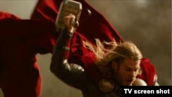 این چکشی است که «کریس همزورت» در نقش ابر قهرمان «تور» در فیلم سال ۲۰۱۱ مارول در دست گرفت
