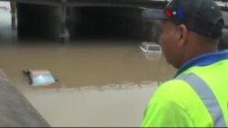 Teksas Sel Felaketinin Yaralarını Sarıyor