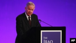 Sir John Chilcot memaparkan laporan penyelidikan mengenai keterlibatan Inggris dalam Perang Irak di gedung Queen Elizabeth II Centre di London, Rabu (6/7).