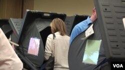 Voting in Harris County, Houston. (G. Flakus/VOA)