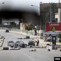 Suasana di Tripoli masih mencekam dan aksi kekerasan terus berlanjut.