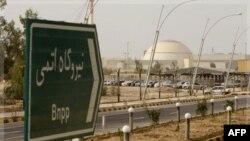 Bảng chỉ dẫn đến nhà máy điện hạt nhân ở Bushehr, Iran, 25/2/2009