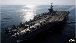 Hàng không mẫu hạm USS John C. Stennis đang hoạt động gần khu vực có tranh chấp mà Bắc Kinh tuyên bố chủ quyền ở quần đảo Trường Sa.