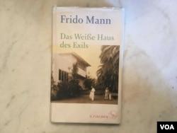 弗里德.曼撰写的以他祖父为主角的回忆录以德文发表。来源: Natalie Liu/VOA