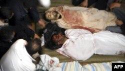 Những người biểu tình bị giết chết trong các cuộc xô xát với cảnh sát ở Zamalka gần Damascus, Syria, ngày 22 tháng, 2011