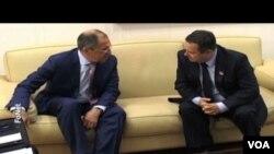 Ruski šef diplomatije, Sergej Lavrov sa srpskim kolegom, Ivicom Dačićem, po dolasku u Beograd, 16. juna 2014.