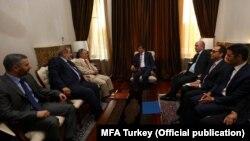 Kırımlı Tatar liderler Mustafa Abdülcemil Kırımoğlu ve Rıfat Çubarov'u Ankara'da kabul eden Dışişleri Bakanı Ahmet Davutoğlu