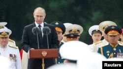 俄罗斯在一年一度的海军节举行前所未有的盛大海军阅兵,普京总统讲话(2017年7月30日)