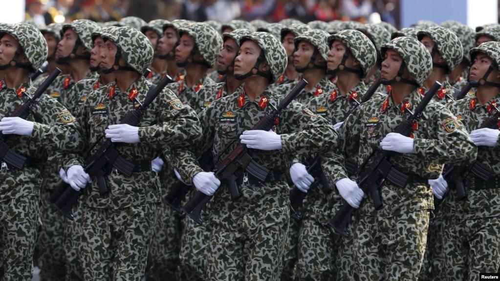 Một cuộc duyệt binh nhân ngày 30 tháng Tư tại thành phố Hồ Chí Minh năm 2015.