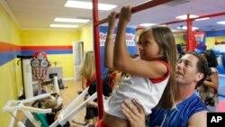 Se recomienda que los niños entre las edades de cinco y 17 años hagan por lo menos 60 minutos de actividad física cada día.