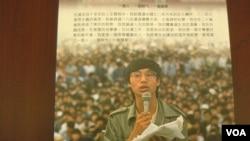 六四民運領袖王丹出版回憶錄(反面 美國之音 張佩芝拍攝)