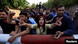 Supporters of Pakistani opposition leader Imran Khan chant anti-government slogans outside Khan's residence in Islamabad, Pakistan, October 28, 2016.