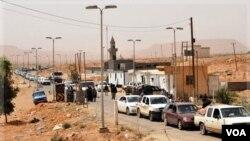 Las fronteras de Libia con los países vecinos, como el caso de Túnez, en Dhiba, sigue registrando un intenso tránsito.
