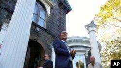 Αναζητείται αγοραστής για την κατοικία Steinway