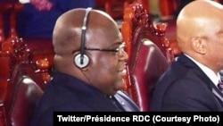 Président Félix Tshisekedi (gauche) na bokutani ya mobu na mobu ya bakambi ya Banque africiane ya développement (BAD) na Malabo, Guinée équatoriale, 12 juin 2019. (Twitter/Présidence RDC)