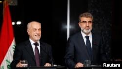 Iraq's Deputy Prime Minister for Energy Hussain al-Shahristani, left, and Turkey's Energy Minister Taner Yildiz, Baghdad, Dec. 1, 2013.