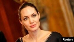 انجلینا جولی