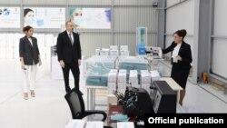 İlham Əliyev tibbi maska istehsalı müəssisəsinin açılışında iştirak edib