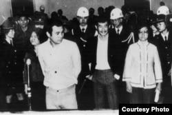 """1980年 吕秀莲因""""美丽岛事件""""受审画面(CTS截图;前排右一为吕秀莲)"""