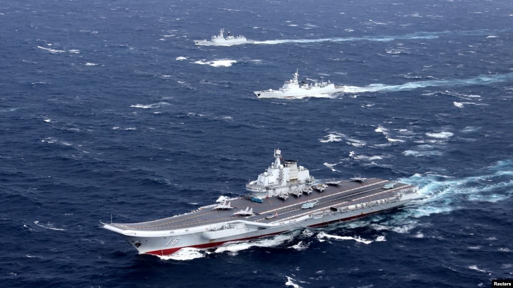 中國遼寧號航空母艦與隨行船隊在南中國海演習(2016年12月)