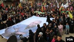 Kurdên Qamişlo bi postera Abdullah Ocalan