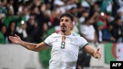 Baghdad Bounedjah célèbre son but contre la Colombie, France, le 15 octobre 2019.